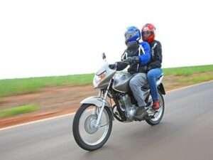 Lei proíbe garupa em motocicletas