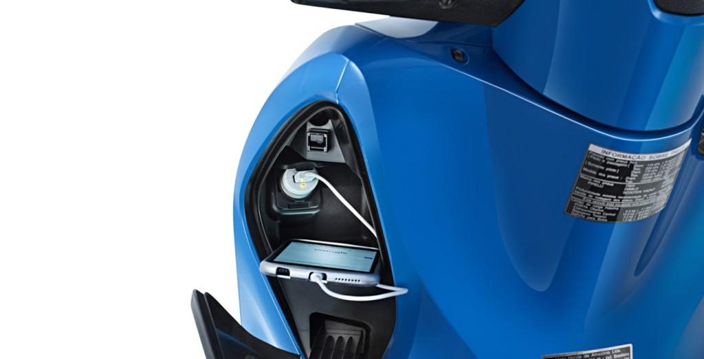 scooter-honda-sh150 carregar celular usb